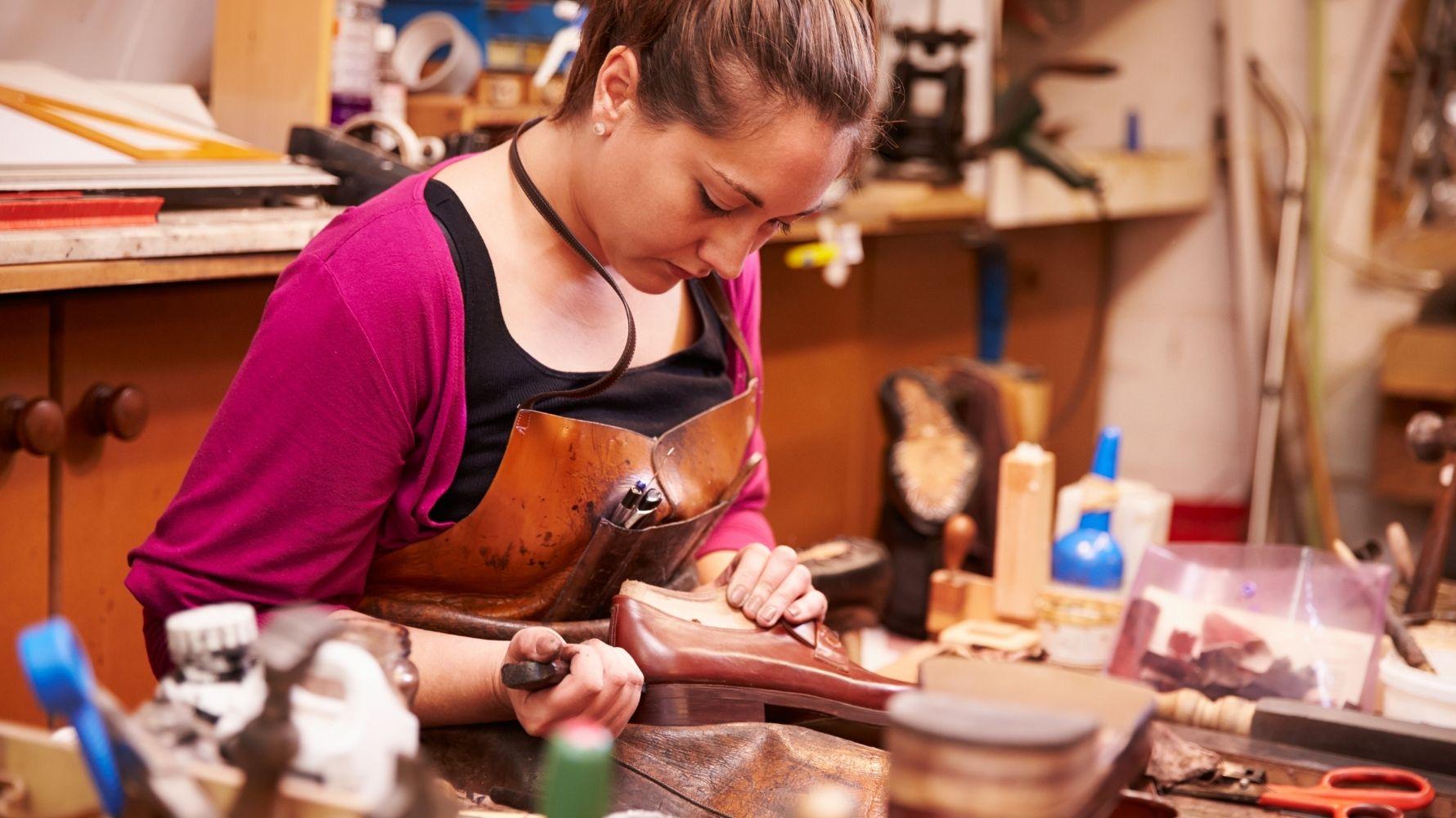 Accroc, Griffures, Craquèlement La Réparation De Vos Chaussures En Cuir