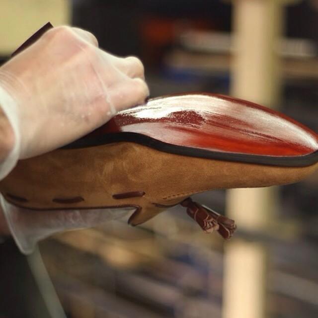 Finitions Maison le Duc, un travail de patine au pinceau
