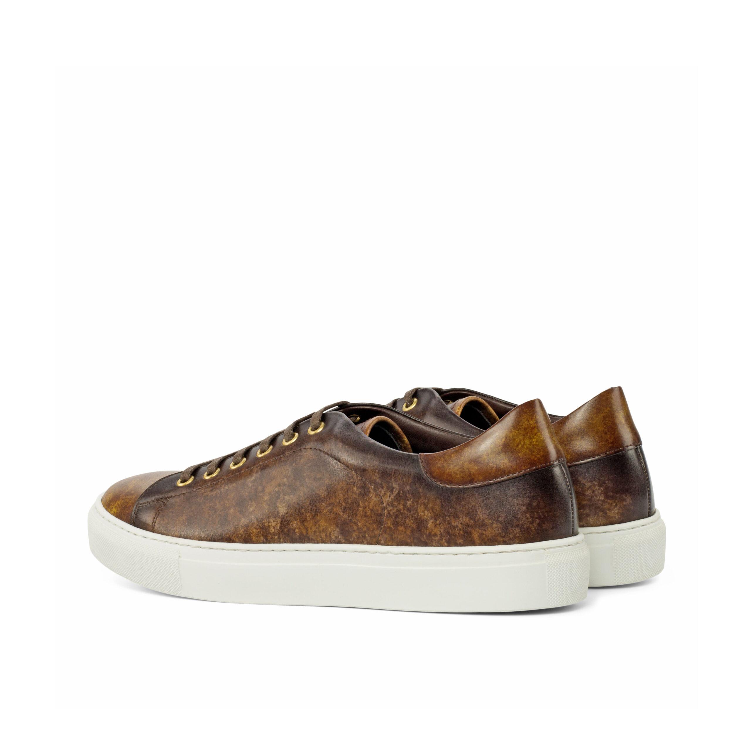 Sneakers basses en cuir de veau patine faite à la main cognac et brune